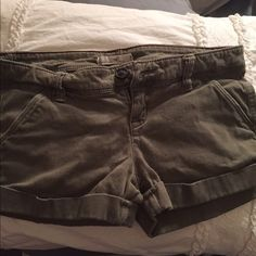 Hollister Green Shorts Cute and comfy shorts, perfect condition, gently worn ✨ Hollister Shorts Bermudas