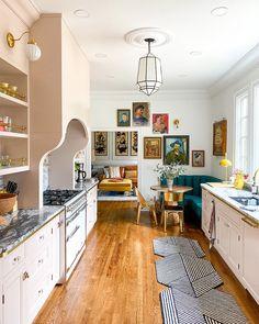 "25.4 mil curtidas, 433 comentários - Domino (@dominomag) no Instagram: ""Design blogger Natalie Papier of @home_ec_op made her Paris-inspired kitchen dreams a reality. Pink…"" Interior Modern, Home Interior, Loft Interior Design, Japanese Interior, Pink Cabinets, Eclectic Kitchen, Eclectic Decor, Bohemian Kitchen Decor, Earthy Kitchen"