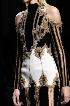 Balmain Fall 2016 Ready-to-Wear collection.