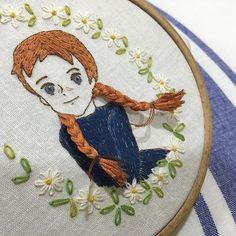 #프랑스자수 #앤 #자수타그램 #빨강머리앤 #완성 #야호 #자수 #손자수 #뿌듯 #푸른눈 #빨강머리 #케이블루 Embroidery Sampler, Ribbon Embroidery, Embroidery Thread, Cross Stitch Embroidery, Embroidery Patterns, Swedish Weaving, Brazilian Embroidery, Weaving Textiles, Needlepoint Patterns