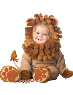 Déguisement Lion pour bébé - Premium : Ce déguisement de Lion pour bébé se compose d'une combinaison zippée de couleur marron clair accompagnée d'une petite queue de lion détachable. Cette...