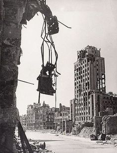 The War by Tadeusz Cyprian a photograph in the collection of the National Museum in Warsaw showing ruins of Poland's capital in the aftermath of World War II History Online, World History, Taiping Rebellion, Warsaw Uprising, Poland History, Digital Museum, Total War, National Museum, World War Two