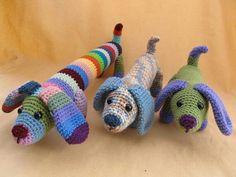 .wish there was a pattern with it...Cute wiener dogs!