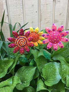 Metal Garden Art Flowers,Set Of Three Garden Stakes,Lawn Decor,Outdoor  Garden
