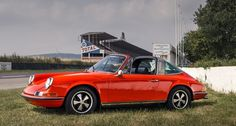 Porsche 911 2.2 S Targa . Love Targas there so California
