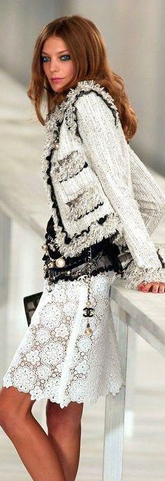 Chanel Fashion Show & More Details Besuche unseren Shop, wenn es nicht unbedingt Chanel sein muss.... ;-)