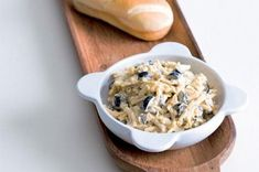 10 báječných pomazánek | Apetitonline.cz Cereal, Oatmeal, Breakfast, Recipes, Food, Parties, The Oatmeal, Morning Coffee, Fiestas