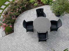 Eine große Terrasse zum Entfalten mit frieda® Kleinpflaster Farbe Anthrazit #pflaster #pflastersteine #garten Terrace, Paving Stones, Recovery, Color