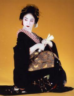 """taishou-kun: """" Hoshino Komaro 星野 小麿 Shirota Hisako 白田久子 for Utamaro iroka no himitsu 歌麿・色香の秘密 (Utamaro, charm of secret) - NHK - Japan - 2007 Source ambition-photogallery.com """""""