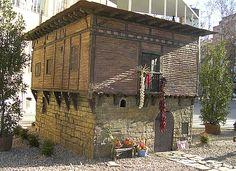 Belén Monumental situado en la Plaza del Ayuntamiento de Logroño que expone réplicas en miniatura de los lugares más emblemáticos de La Rioja.  http://blog.portaljardin.com/2014/12/por-navidad-se-armo-el-belen.html