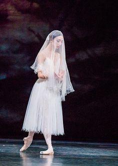 Akane Takada in Giselle  ph. Tristram Kenton. #Ballet_beautie #sur_les_pointes *Ballet_beautie, sur les pointes !*