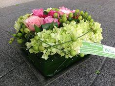Grafstuk voor op urne-grafzerk. (20cm/20cm) Flower Designs, Floral Arrangements, Floral Design, Centerpieces, Vegetables, Spring, Floral Bouquets, Wedding, Urn