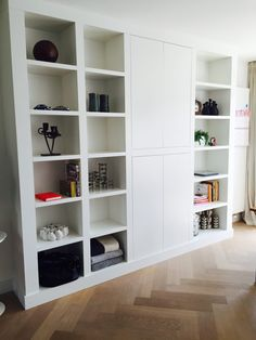 Clean white contemporary built in book case. Living Room Color, Home, House Interior, Home Deco, Living Room Grey, Inside A House, House Interior Decor, Wall Unit, Shelving