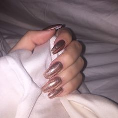 Khloe Kardashian nails in sparkly rose gold coffin Cute Nails, Pretty Nails, Khloe Kardashian Nails, Coffin Nails, Acrylic Nails, Acrylics, Nailart, Rose Gold Nails, Nail Accessories