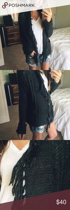 NWOT Free People Fringe Knit Cardigan Gorgeous forest green chunky knit cardigan with fringe detail and pockets. Open front, shawl-like collar. Free People Sweaters Cardigans