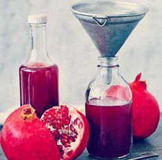 Sirop de Grenadine avec thermomix Cocktails, Cocktail Drinks, Antipasto, Tunisian Food, Food Club, Smoothie Drinks, Simple Syrup, Snacks, Food And Drink