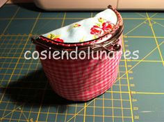 cosiendolunares - costura y patchwork: Tutorial monedero japonés Make pattern larger for bike basket Coin Purse Tutorial, Crochet Coin Purse, Custom Purses, Bicycle Bag, Frame Purse, Bag Packaging, Diy Sewing Projects, Purse Patterns, Fabric Bags