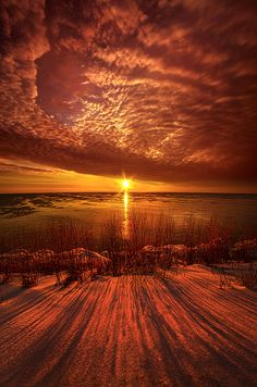 Sunrise on the shore of Lake Michigan in Wisconsin.Wisconsin Horizons by Phil Koch.Lives in Milwaukee, Wisconsin, USA. Beautiful Sites, Beautiful Sunset, Beautiful World, Beautiful Pictures, Amazing Sunsets, Amazing Nature, Winter Sunset, Jolie Photo, Sky And Clouds