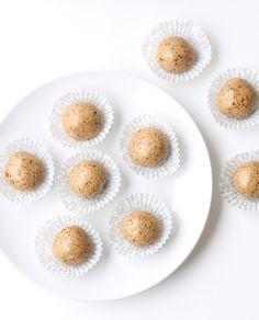 """""""3 Ingredient Protein Bites"""" - vegan, gluten-free & Perfect for snacks/dessert!"""