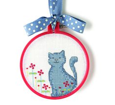Sweet Motif (Hoopla) - Cute kitty, designed by Angela Poole, originally published in @CrossStitcher, October 2010 (Issue 230).