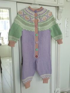Mariusdress med rundfelling Crochet Baby, Knit Crochet, Baby Size, Knits, Ravelry, All Things, Scandinavian, Babies, Knitting