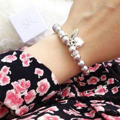 Namensarmband mit Perlen online kaufen bei SR Jewelry. Armband mit Namen und Anhänger handgefertigt in Deutschland. Schneller Versand. Hochwertige ... Armband Infinity, Bracelets, Diy, Jewelry, Halloween, Style, Inspiration, Fashion, Gift For Boyfriend