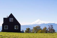 Construido por FOAA,NORTE en Valdivia, Chile La casa comienza como una idea para un pequeño emprendimiento de casas para la venta. Sin cliente ni sitio de entrada...