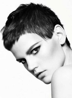 The pixie cut is the new trendy haircut! Put on the front of the stage thanks to Pixie Geldof (hence the name of this cup!), Many are now women who wear this short haircut. Popular Short Hairstyles, Short Pixie Haircuts, 2015 Hairstyles, New Haircuts, Pixie Hairstyles, Short Hair Cuts, Short Hair Styles, 2018 Haircuts, Best Pixie Cuts