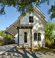 View the portfolio of Moore-Tate's previous projects in Austin, Texas neighborhoods. Modern Farmhouse Bathroom, Modern Farmhouse Exterior, Modern Farmhouse Style, Urban Farmhouse Designs, Small House Renovation, Narrow House, Small House Design, White Houses, Interior Exterior