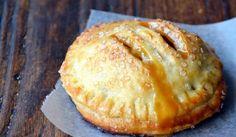 Lahodné, křehké těsto ve spojení se skořicovými jablky Vám dodá super pocit ze sladkého pokušení.
