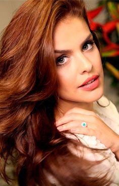 Paloma Bernardi muda a cor dos cabelos para o inverno