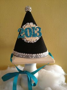DIY New Years Eve Glitter Party Hat! Make one for next year! http://pinkapotamus.blogspot.com/2012/12/diy-new-years-eve-glitter-party-hat.html