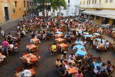 People-having-launch-at-outdoor-cafe-in-Plaza-de-Santa-Domingo-Cartagena-590x393.jpg 590×393 pixels