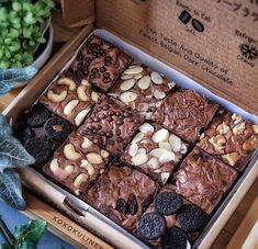 Brownie Packaging, Baking Packaging, Dessert Packaging, Food Packaging Design, Bake Sale Packaging, Box Packaging, Brownie Recipes, Dessert Recipes, Brownie Toppings