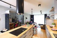 Kuchnia z wyspą - zobacz gotowy projekt wnętrza - Galeria - Dobrzemieszkaj.pl Corner Desk, Conference Room, Table, Furniture, Home Decor, Dots, Corner Table, Decoration Home, Room Decor