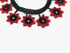 Collar rojo y negro de ganchillo estrella de ganchillo collar