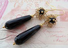Orecchini onice nero con filigrane fiore d'oro di Sofiasbijoux