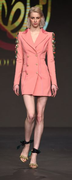 Soltana Fall-winter 2016-2017 - Ready-to-Wear - http://www.orientpalms.com/Soltana