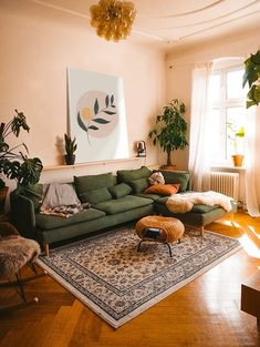 Boho Living Room, Home And Living, Living Room Decor Green Couch, Earthy Living Room, Vintage Living Rooms, Day Bed Living Room, Living Room Yellow, Living Room Apartment, Cozy Eclectic Living Room
