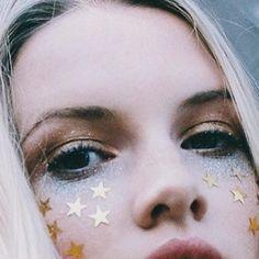 Find face jewels, pressed flowers and body gems on La Luna Bohemia, all festival. Makeup Trends, Makeup Inspo, Makeup Art, Beauty Makeup, Eye Makeup, Hair Beauty, Makeup Ideas, Makeup Tutorials, Festival Stil