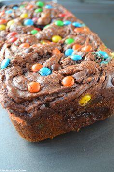 M&M Nutella Swirl Banana Bread - Vanessa Baked via @vanessbaked// #banana #nutella #baking #bread