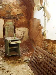 Photos from several trips to Eastern State Penitentiary. Old Buildings, Abandoned Buildings, Abandoned Places, Abandoned Prisons, Abandoned Property, Scary Places, Haunted Places, Places Around The World, Around The Worlds