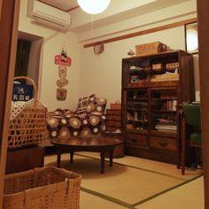 ayaka.tさんの、賃貸でもあきらめない!,和家具,和室,和箪笥,コンテスト参加,昭和レトロ大好き,部屋全体,のお部屋写真 Japanese Style House, Japanese Design, Tatami Room, Indian Homes, Cute House, Japanese Architecture, Room Tour, Cool Rooms, Interior Inspiration