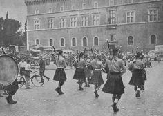 Nei giorni immediatamente seguenti all'entrata delle forze anglo-americane ed alleate in Roma, venivano tenute nella città conquistata le consuete parate militari delle truppe vittoriose