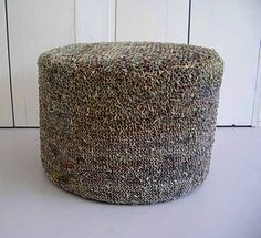 A pouf made of recycled newspapers. | Poef van gerecyclede kranten.