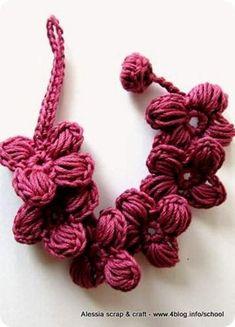 Ecco l'ultimissimo nato nella famiglia dei braccialetti Porte-Bonheur. Questo in rosa antico scuro, con 4 petali, non fa parte dei 10 multicolore di ieri m