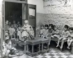 Crowded classroom in Casablanca. Morocco. c.1948.  http://images.archives.jdc.org/api/gallery-fallback.php?albumId=71