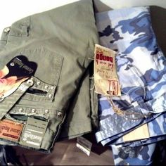 Lot of 2 Blue Camo Khaki Bongo Coconut Grove Lot of 2 / Bongo Blue Camo Full Length Cargo Pants  NWT / Size Girls 14 (fit as size 1) /////Coconut Grove Green Khaki 3/4 Length Cargo Capris NWT Size Girls 14  (fit as size 0) Purchase Includes Both Pairs BONGO Jeans