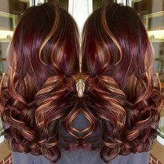 Copper highlights red violet hair color with highlights burgundy hair wit. Winter Hairstyles, Cool Hairstyles, Burgundy Hairstyles, Fall Hair Colors, Fall Winter Hair Color, Hair Color And Cut, Great Hair, Awesome Hair, Gorgeous Hair
