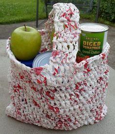 Cum reciclam pungile din plastic. Idei creative Cum reciclam pungile din plastic. Afla din articolul de astazi cum poti realiza din pungi, lucruri folositoare pentru casa http://ideipentrucasa.ro/cum-reciclam-pungile-din-plastic-idei-creative/